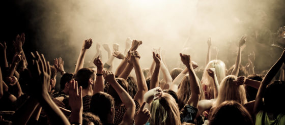 concert-smoke-crowd-people-concert-music-youth-club-photos-crowd-cheering-the-mood-the-smoke-tools-136417-2560x1440